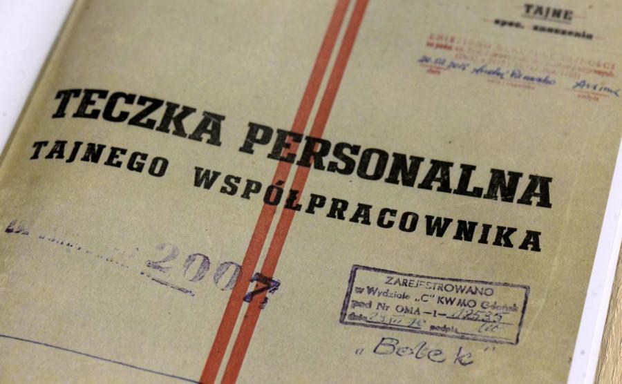 teczka-personalna-tajnego-wspolpracownika-900-556